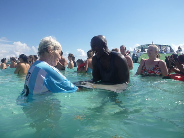 Grand Cayman Stingray Encounter, Coral Gardens and Starfish Snorkel Excursion Nightmare crowd scene - not worth it