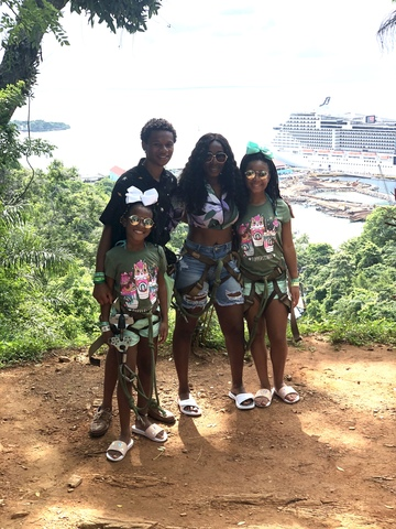 Roatan Hop On Hop Off Bus Highlights and Beach Break Excursion Wonderful Experience
