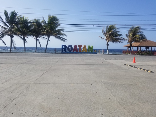 Roatan West Bay Bananarama Resort Beach Day Pass Excursion bannanarama