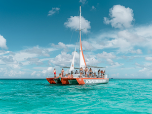 Aruba Catamaran Champagne Brunch and Snorkel Excursion