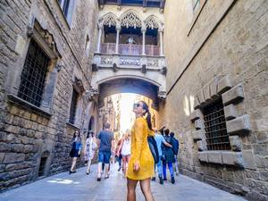 Barcelona Old Town Walk, Helicopter and Waterfront Boat Sightseeing Excursion