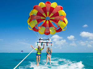 Fort Lauderdale to Key West Day Trip and Parasailing Excursion