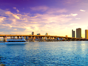 Miami Land and Sea City Sightseeing and Biscayne Bay Boat Excursion