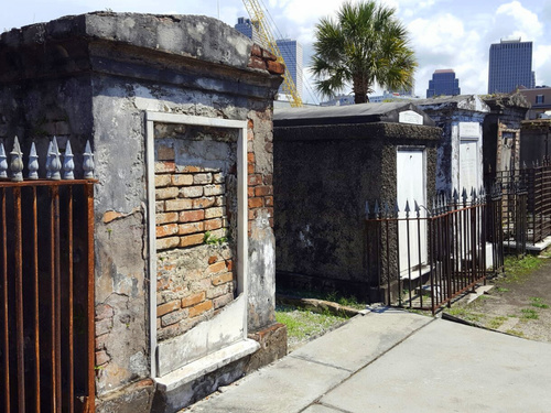 New Orleans Marie Laveau tomb walking Tour Cost