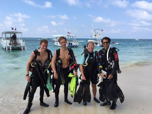 Roatan  Honduras Certified Diving Tour Reservations