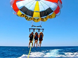 Roatan Parasailing, Sightseeing and West Bay Beach Excursion