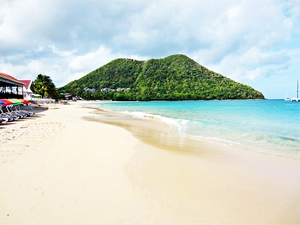 St. Lucia Sightseeing Boat Cruise and Reduit Beach Excursion with Lunch