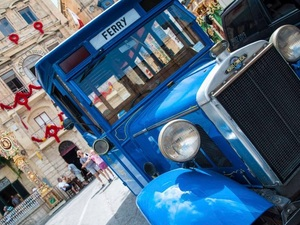 Valletta Malta Vintage Bus Sightseeing to Vittoriosa, Cospicua and Senglea Excursion
